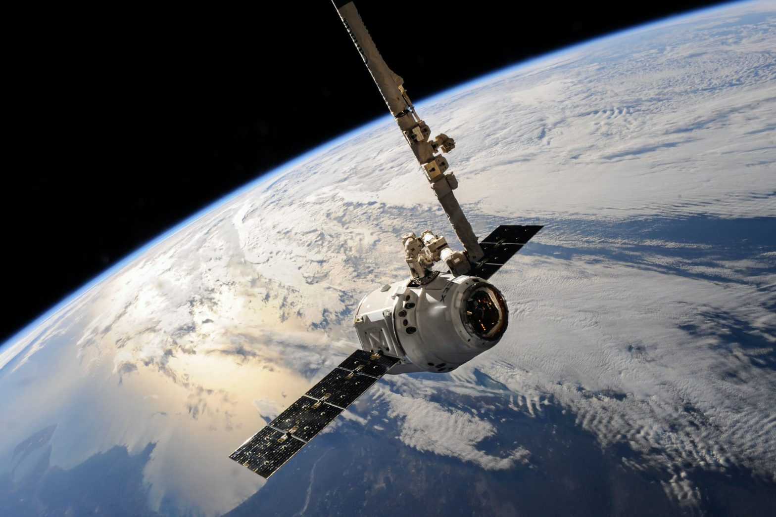 What are leo low earth orbit satellites